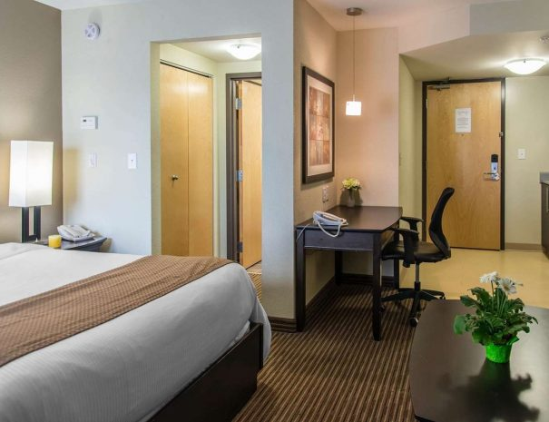 well-equipped-guest-room